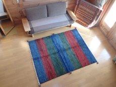 画像2: 新品 ペルシャ ギャッベ リビング サイズ 193 × 150 cm F10 ハンドメイド 天然 ウール 手織り ラグ 絨毯 カーペット 青 赤 緑 グラデーション (2)