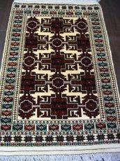 画像2: 新品 トルクメン ペルシャ 絨毯 アクセント サイズ 120 × 78 205 トライバル ラグ 天然 ウール 敷物 マット カーペット 赤 クリーム 白 (2)