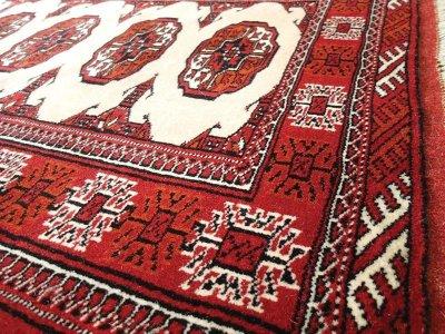 画像2: 新品 トルクメン ペルシャ 絨毯 アクセント サイズ 126 x 82 cm 196 トライバル ラグ 天然 ウール 敷物 マット カーペット エンジ  赤 クリーム
