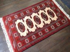 画像2: 新品 トルクメン ペルシャ 絨毯 アクセント サイズ 126 x 82 cm 196 トライバル ラグ 天然 ウール 敷物 マット カーペット エンジ  赤 クリーム (2)