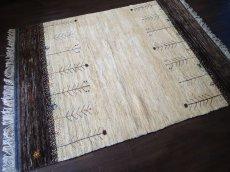 画像2: ペルシャ ギャッベ リビング サイズ 210 x 160 cm F163 ハンドメイド ギャベ 天然 ウール 手織り ラグ マット 絨毯 カーペット クリーム 茶 灰 (2)