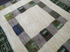 画像4: ペルシャ ギャッベ リビング サイズ 203 x 155 cm F149 ハンドメイド ギャベ 天然 ウール 手織り ラグ マット 絨毯 カーペット クリーム 緑 茶 (4)