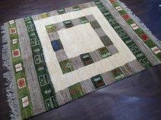 画像2: ペルシャ ギャッベ リビング サイズ 203 x 155 cm F149 ハンドメイド ギャベ 天然 ウール 手織り ラグ マット 絨毯 カーペット クリーム 緑 茶 (2)