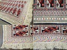画像9: 新品 トルクメン ペルシャ 絨毯 1.2m アクセント サイズ 121 x 88 cm 32 トライバル ラグ 天然 ウール 敷物 マット カーペット 生成り 白 紺 赤 オレンジ 黄 青 (9)