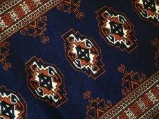 画像4: 新品 トルクメン ペルシャ 絨毯 1.2m アクセント サイズ 126 x 84 cm 195 トライバル ラグ 天然 ウール 敷物 マット カーペット 紺 エンジ 茶 赤 民族 柄 (4)