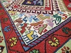 画像5: ペルシャ キリム グーチャン シルク ウール 1m 玄関 マット サイズ 100 x 82 cm 128 スマック 手織り トライバル ラグ 天然 ウール マット 絨毯 カーペット カラフル 動物 柄 (5)