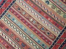 画像4: ペルシャ キリム グーチャン 1m 玄関 マット サイズ 100 x 52 cm 134 スマック 手織り トライバル ラグ 天然 ウール マット 絨毯 カーペット カラフル ラフラ ボーダー (4)