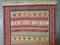 画像1: ペルシャ キリム グーチャン 1m 玄関 マット サイズ 100 x 52 cm 134 スマック 手織り トライバル ラグ 天然 ウール マット 絨毯 カーペット カラフル ラフラ ボーダー (1)
