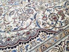画像9: 美品 ペルシャ 絨毯 ナイン 9la 3m リビング ダイニング 大判 サイズ 300 x 192 cm n223 ウール 手織り ラグ ハンドメイド カーペット 敷物 クラシック スタイル クリーム アイボリー 生成り 白 青 ヴィンテージ (9)