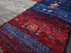 画像11: 新品 ペルシャ ギャッベ 1.2m アクセント サイズ 118 x 93 cm f177 ハンドメイド ギャベ 手織り トライバル ラグ 天然 ウール 敷物 マット カーペット 茶 紺 赤 女の子 花畑 子供部屋や玄関マットにも (11)