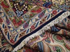画像12: 極上美品 ペルシャ 絨毯 ケルマン 4m リビング ダイニング 13? 10帖 3人掛けソファ コーナーソファ 大判 サイズ 402 x 325 cm 200 天然 草木染 ウール 手織り トライバル ラグ ハンドメイド マット カーペット 紺 絨毯を埋め尽くす色鮮やかな花柄  ヴィンテージ ビンテージ (12)