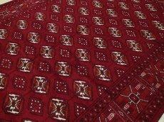 画像11: 新品 ペルシャ 絨毯 トルクメン 縦2.9m 5.8? 6帖 リビング ダイニング 3人掛けソファ サイズ 282 x 205 cm A120 天然 肉厚 ウール 手織り ハンドメイド トライバル ラグ マット カーペット 赤 幾何学模様 民族柄 (11)
