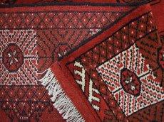 画像16: 新品 ペルシャ 絨毯 トルクメン 縦3m 6? 6帖 リビング ダイニング 3人掛けソファ サイズ 291 x 201 cm A119 天然 肉厚 ウール 手織り ハンドメイド トライバル ラグ マット カーペット 赤 幾何学模様 民族柄 (16)