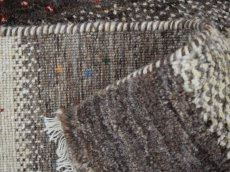 画像15: 新品 ペルシャ ギャッベ  縦1.8m 2.3? リビング ダイニング 2人掛けソファ サイズ 183 × 125 cm E101 肉厚 天然 ウール ギャベ 手織り ハンドメイド ラグ 絨毯 カーペット 原毛 生成り グレー クリーム リビングダイニングルームやベッドサイドに (15)
