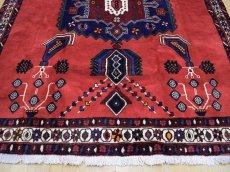 画像6: 美品 ペルシャ 絨毯 シールジャーン 縦2.1m 3.3㎡ 3帖 リビング ダイニング 2〜3人掛けソファ サイズ 210 x 158 cm E103 天然 ウール 手織り ハンドメイド トライバル ラグ 部族絨毯 マット カーペット 赤 民族柄 ギャッベ(ギャベ)をお探しの方にもお勧めです (6)