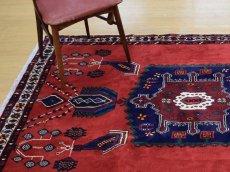 画像2: 美品 ペルシャ 絨毯 シールジャーン 縦2.1m 3.3㎡ 3帖 リビング ダイニング 2〜3人掛けソファ サイズ 210 x 158 cm E103 天然 ウール 手織り ハンドメイド トライバル ラグ 部族絨毯 マット カーペット 赤 民族柄 ギャッベ(ギャベ)をお探しの方にもお勧めです (2)