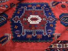 画像1: 美品 ペルシャ 絨毯 シールジャーン 縦2.1m 3.3㎡ 3帖 リビング ダイニング 2〜3人掛けソファ サイズ 210 x 158 cm E103 天然 ウール 手織り ハンドメイド トライバル ラグ 部族絨毯 マット カーペット 赤 民族柄 ギャッベ(ギャベ)をお探しの方にもお勧めです (1)