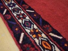 画像13: 美品 ペルシャ 絨毯 シールジャーン 縦2.1m 3.3㎡ 3帖 リビング ダイニング 2〜3人掛けソファ サイズ 210 x 158 cm E103 天然 ウール 手織り ハンドメイド トライバル ラグ 部族絨毯 マット カーペット 赤 民族柄 ギャッベ(ギャベ)をお探しの方にもお勧めです (13)