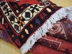 画像14: 美品 ペルシャ 絨毯 シールジャーン 縦2.1m 3.3㎡ 3帖 リビング ダイニング 2〜3人掛けソファ サイズ 210 x 158 cm E103 天然 ウール 手織り ハンドメイド トライバル ラグ 部族絨毯 マット カーペット 赤 民族柄 ギャッベ(ギャベ)をお探しの方にもお勧めです (14)