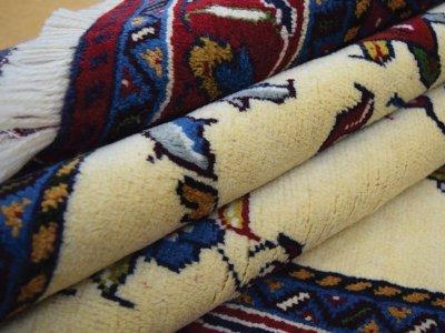 画像1: 新品 ペルシャ 絨毯 シールジャーン 縦1.9m 2.7㎡ 2〜3帖 リビング ダイニング 2人掛けソファ サイズ 190 x 138 cm E116 天然 ウール 手織り ハンドメイド トライバル ラグ 部族絨毯 マット カーペット 遊牧民のモチーフ 動物 鹿 模様 民族柄 ギャッベ(ギャベ)をお探しの方にもお勧めです