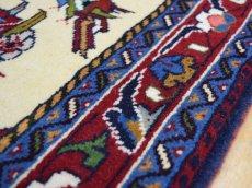 画像13: 新品 ペルシャ 絨毯 シールジャーン 縦1.9m 2.7㎡ 2〜3帖 リビング ダイニング 2人掛けソファ サイズ 190 x 138 cm E116 天然 ウール 手織り ハンドメイド トライバル ラグ 部族絨毯 マット カーペット 遊牧民のモチーフ 動物 鹿 模様 民族柄 ギャッベ(ギャベ)をお探しの方にもお勧めです (13)