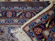 画像14: 美品 ペルシャ 絨毯 カシャーン 縦3.7m 横2.5m 9㎡ 6帖をややオーバー リビング ダイニング 3人掛けソファ コーナーソファ 大判 サイズ 368 x 245 cm No.352 天然 コルクウール 手織り トライバル ラグ 敷物 マット カーペット 総柄 ヴィンテージ ビンテージ 大きなお部屋に 中古品に抵抗のある方にもおすすめです。 (14)