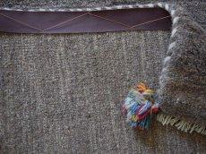 画像17: 新品 ペルシャ ギャッベ 縦1.2m アクセント ラグ サイズ 113 x 79 cm No.481 超肉厚 天然 草木染 ウール 手織り ハンドメイド ギャベ マット カーペット  シンプル プレーン グレー (17)