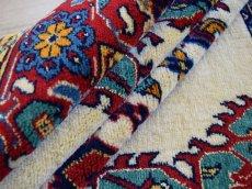 画像15: 美品 ペルシャ 絨毯 グーチャン 産  縦1.3m 横1.1m 1.4㎡ アクセントラグ サイズ 128 x 108 cm No.520 天然 ウール シルク 手織り トライバル ラグ 敷物 マット カーペット メダリオン ヴィンテージ ビンテージ 中古品に抵抗のある方にもおすすめです。 s-520-128108s003-004 (15)