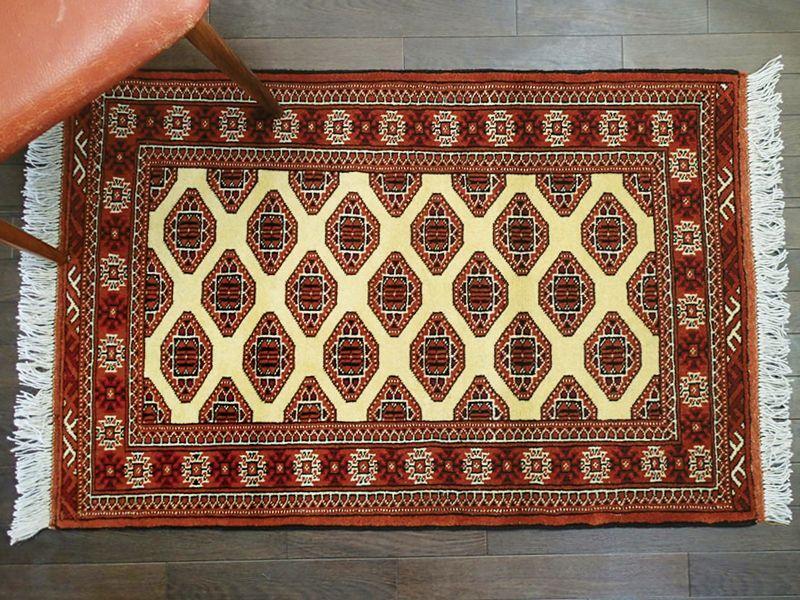 画像1: 新品 トルクメン ペルシャ 絨毯 1.2m アクセント サイズ 124 x 80 cm 208 トライバル ラグ 天然 ウール 敷物 マット カーペット エンジ クリーム (1)