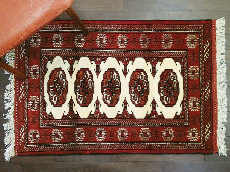 画像1: 新品 トルクメン ペルシャ 絨毯 1.2m アクセント サイズ 122 x 81 cm 197 トライバル ラグ 天然 ウール 敷物 マット カーペット 赤 エンジ クリーム 民族 柄 (1)