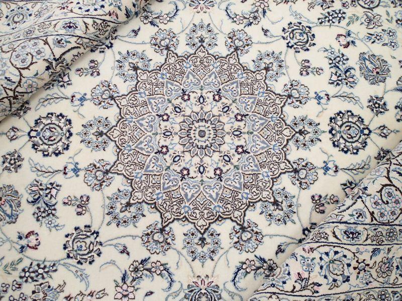 画像1: 新品 ペルシャ 絨毯 ナイン 9la ノーラー 縦2m 3.3㎡ 3帖 リビング ダイニング 2人掛け ソファ サイズ 235 x 158 cm 188 ウール 手織り ラグ ハンドメイド カーペット 敷物 クラシック スタイル 生成り 青 (1)