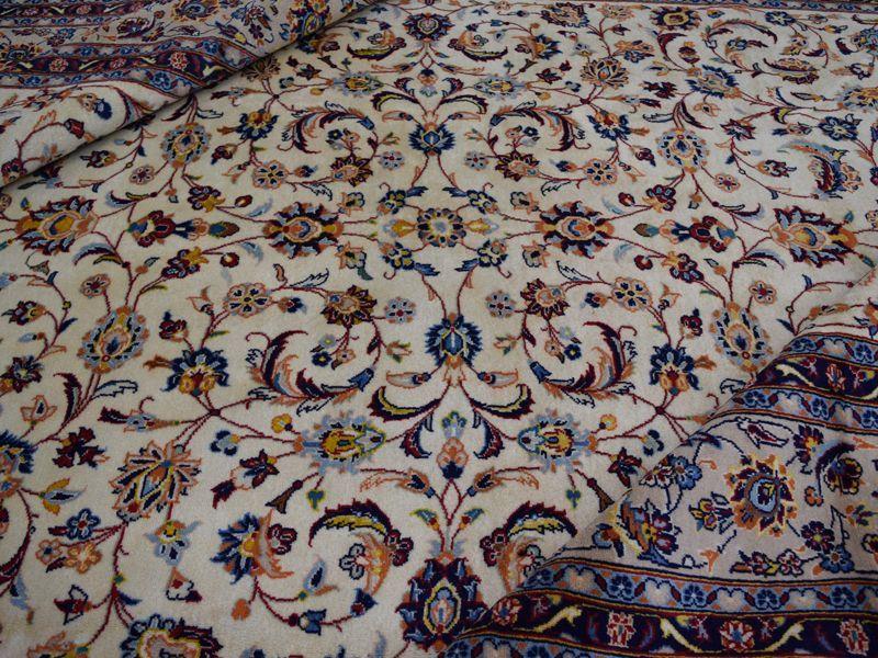 画像1: 美品 ペルシャ 絨毯 カシャーン 縦3.7m 横2.5m 9㎡ 6帖をややオーバー リビング ダイニング 3人掛けソファ コーナーソファ 大判 サイズ 368 x 245 cm No.352 天然 コルクウール 手織り トライバル ラグ 敷物 マット カーペット 総柄 ヴィンテージ ビンテージ 大きなお部屋に 中古品に抵抗のある方にもおすすめです。 (1)